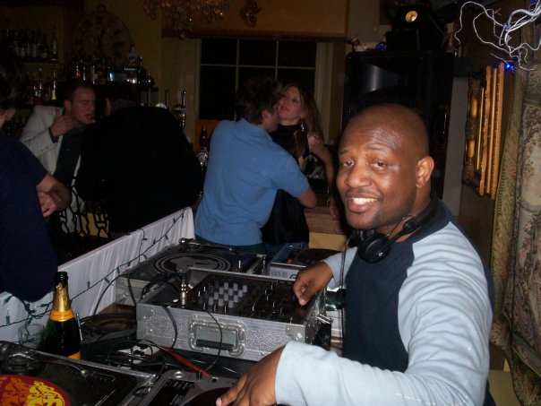 african-dj-in-london-club-dj-dj-akin-oyefeso
