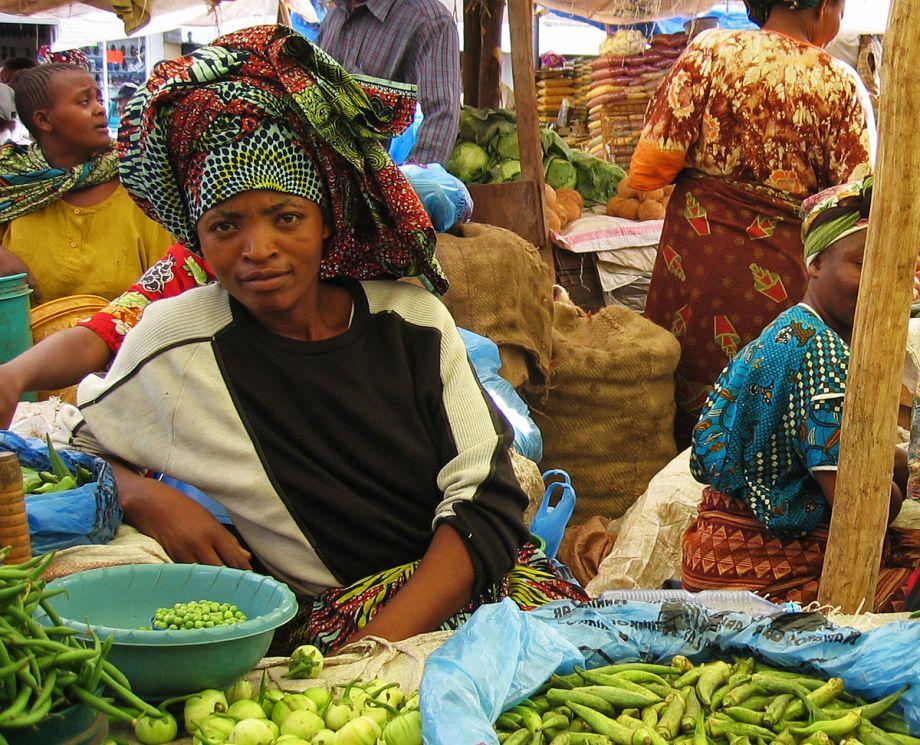 1200px-Arusha_Market