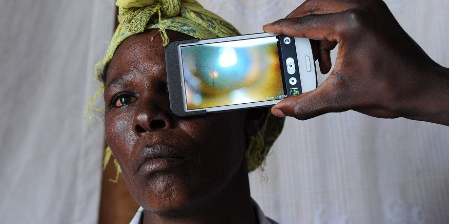 KENYA-HEALTH-TECHNOLOGY-SMARTPHONE-BRITAIN